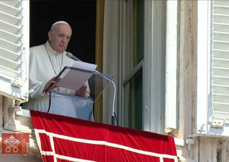 Papa: colocar-se à disposição dos outros, amando não com palavras, mas com fatos