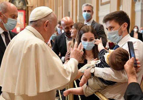 """Papa: """"Os diáconos não serão 'meio-sacerdotes' nem 'acólitos de luxo""""' mas servos cuidadosos"""""""
