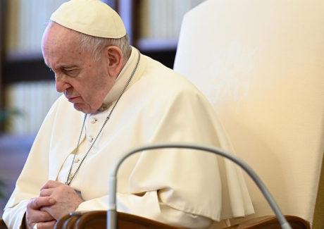 Dia tranquilo para o Papa, que retoma gradualmente o trabalho