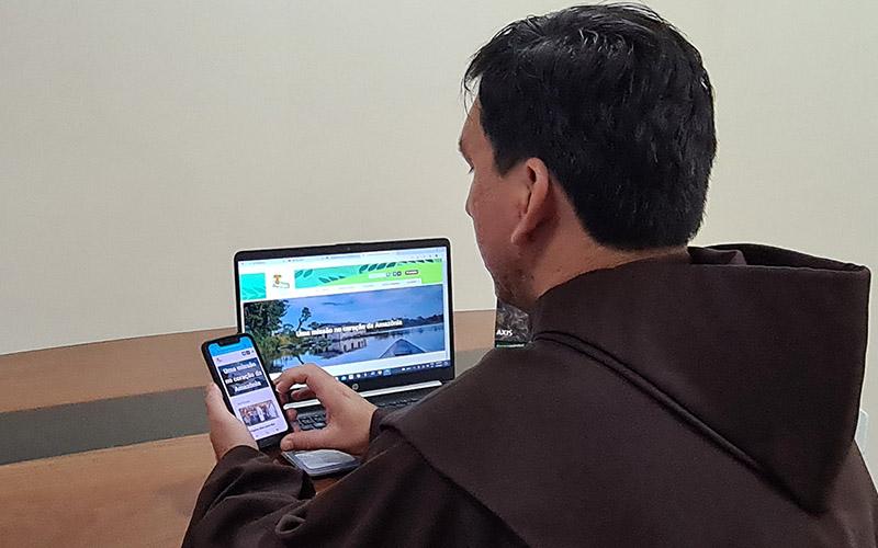 [Frades franciscanos da Amazônia lançam site]