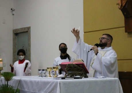 Santa Clara é celebrada na Paróquia Nossa Senhora do Rosário