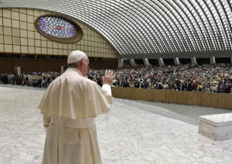 Papa: ser cristão é superar discriminações. O batismo confere igual dignidade a todos.