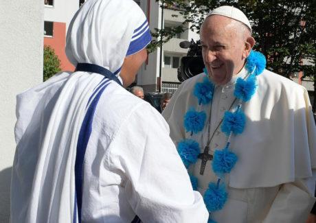 O carinho de Francisco às Irmãs e aos assistidos no Centro Belém, em Bratislava