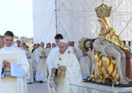 Papa: a Virgem é modelo da fé do povo eslovaco, uma fé que se põe a caminho
