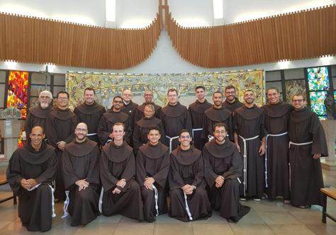 Sob proteção de Maria Imaculada, 14 frades renovam sua profissão temporária em Rondinha