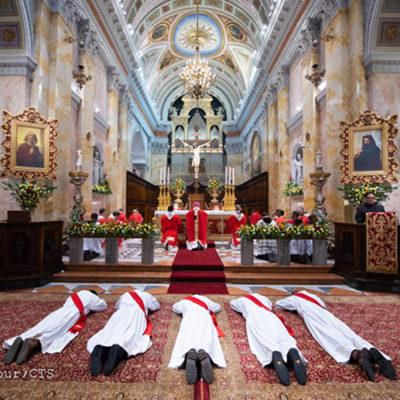 Jerusalém: os novos sacerdotes para a Igreja Católica vêm de três diferentes continentes