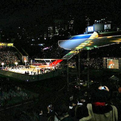 Papa Bento XVI fala aos jovens no estádio do Pacaembu