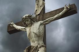 Pouca fala e muito silêncio. Instantes finais no alto da cruz.