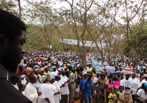 """Trinta anos de """"Paz e Bem"""" em Angola"""
