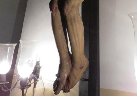 Esses pés ensanguentados