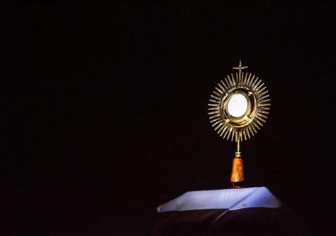 Corpus Christi: história da devoção e os fundamentos bíblicos da sacramentalidade da comunidade que se reúne